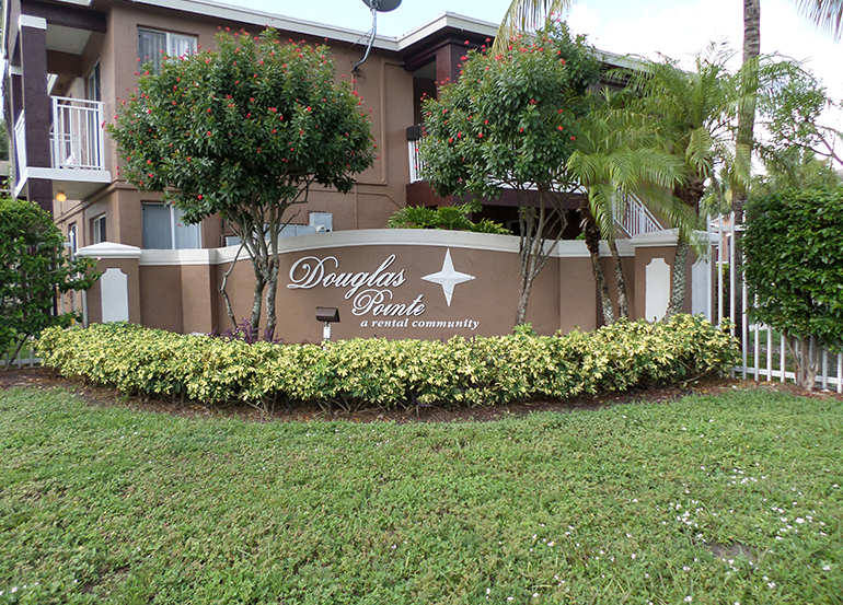 Douglas Pointe Apartments